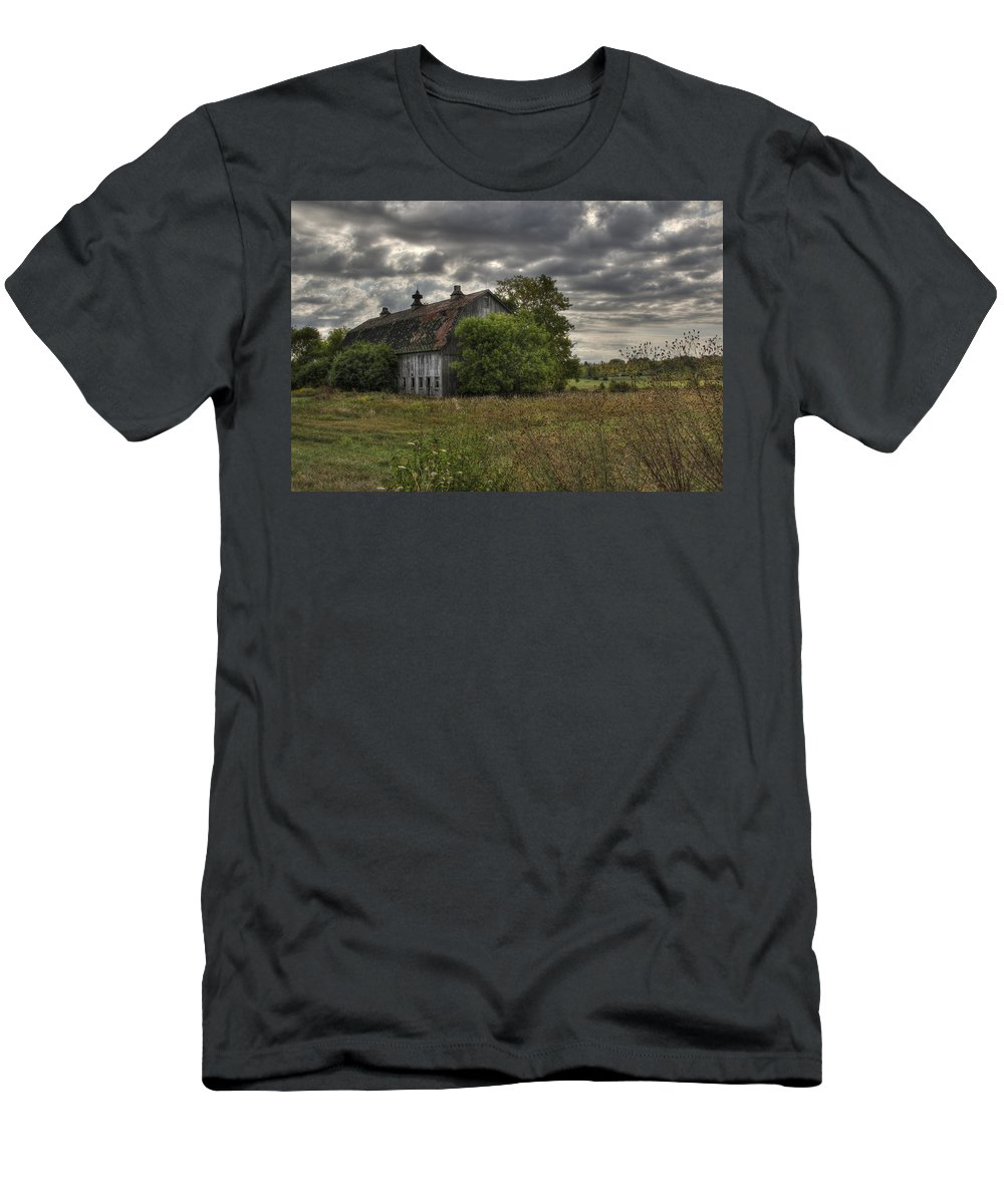 Barn Men's T-Shirt (Athletic Fit) featuring the photograph Rural Clayton by Lori Deiter