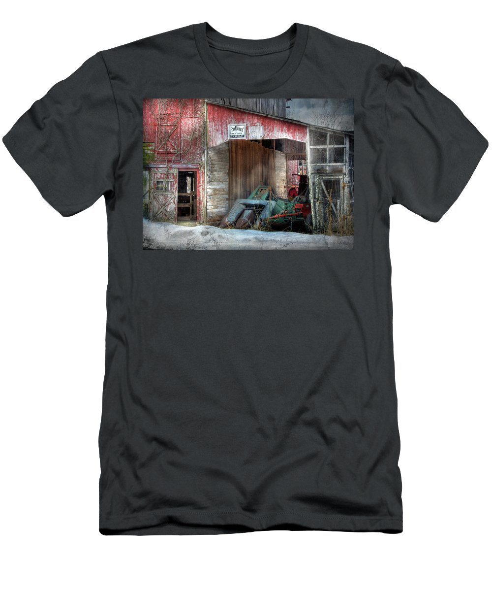 Old Red Barn Men's T-Shirt (Athletic Fit) featuring the photograph Rye Valley Stock Farm by Lori Deiter