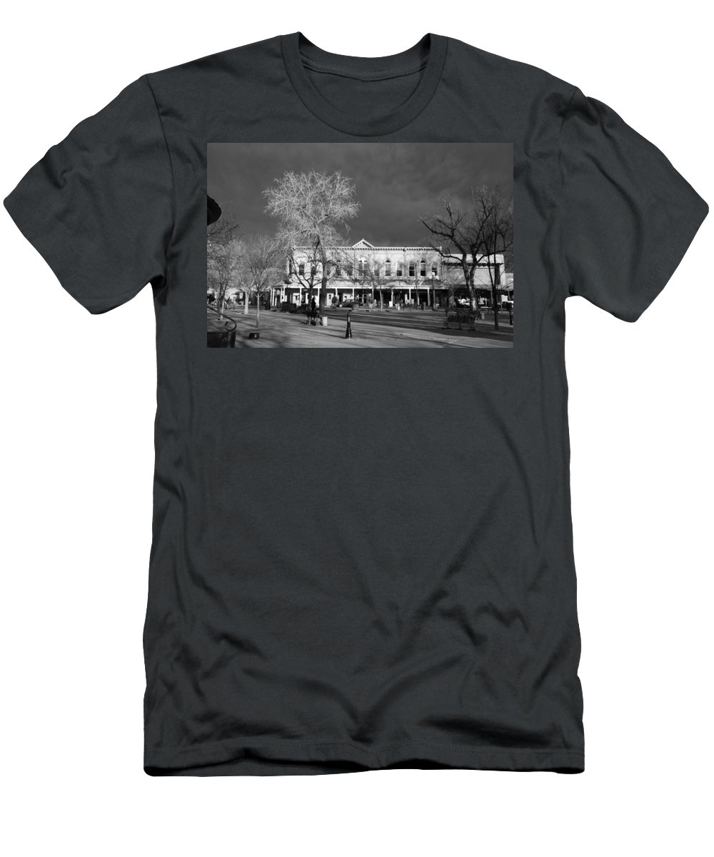 Santa Fe Men's T-Shirt (Athletic Fit) featuring the photograph Santa Fe Town Square by Rob Hans