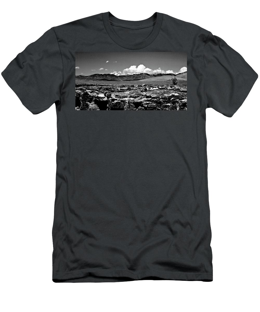 Desert Men's T-Shirt (Athletic Fit) featuring the photograph Sawtooth by Joseph Noonan