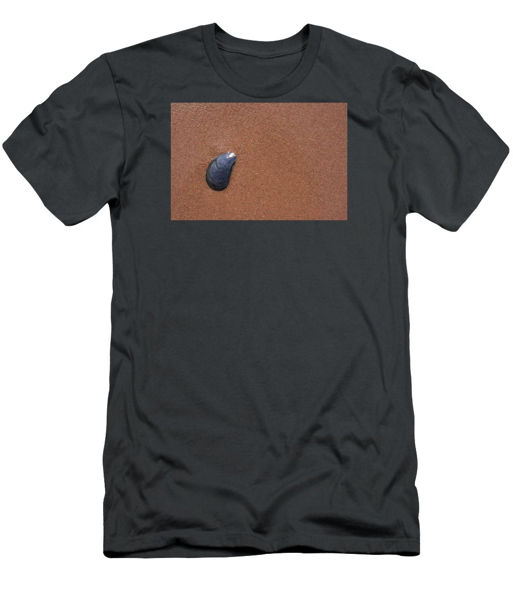 Shell Men's T-Shirt (Athletic Fit) featuring the photograph Shell In The Sand by Daniel Jewell