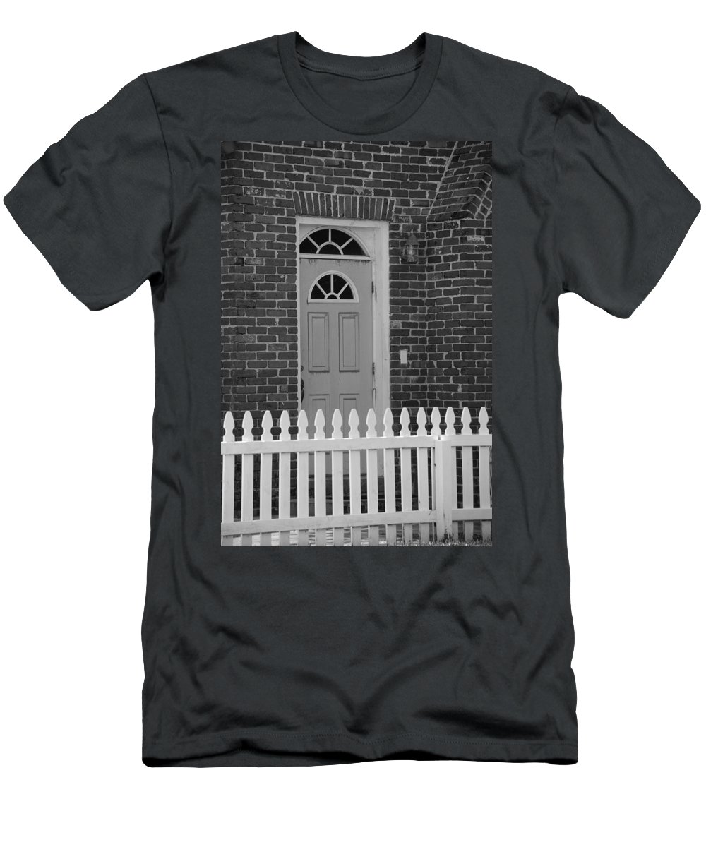 Black And White Men's T-Shirt (Athletic Fit) featuring the photograph Side Door by Rob Hans