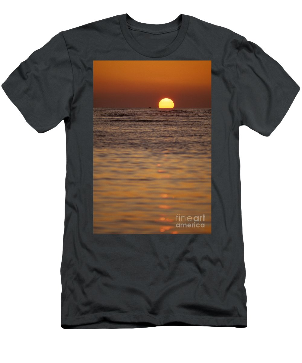 Air Men's T-Shirt (Athletic Fit) featuring the photograph Sinking Into Ocean by Carl Shaneff - Printscapes