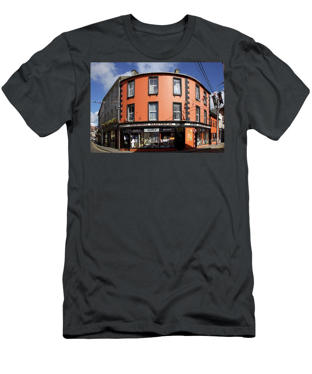 Skibbereen Men's T-Shirt (Athletic Fit) featuring the photograph Skibbereen Streetscape by Ros Drinkwater