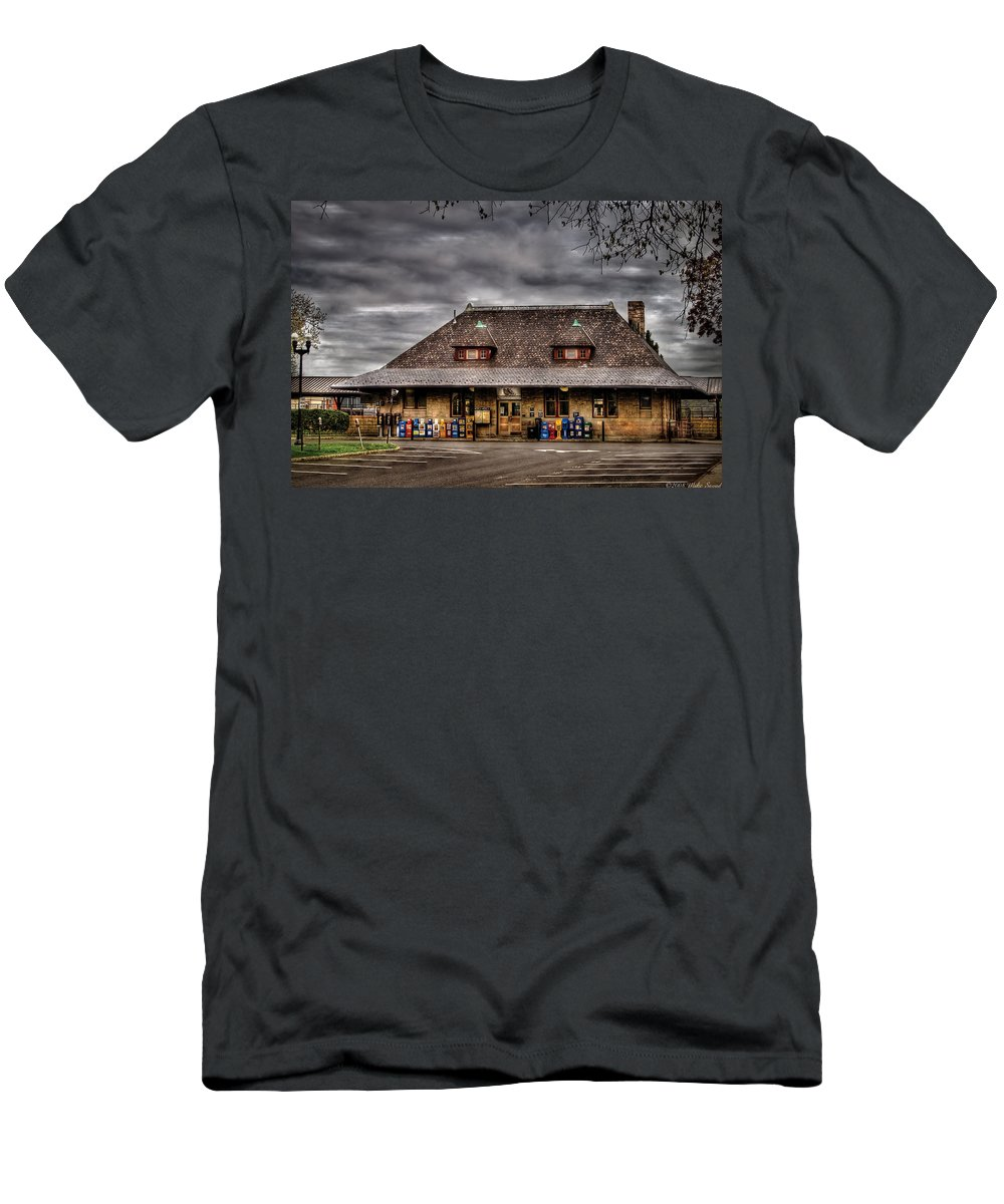 Savad Men's T-Shirt (Athletic Fit) featuring the photograph Station - Westfield Nj - The Train Station by Mike Savad