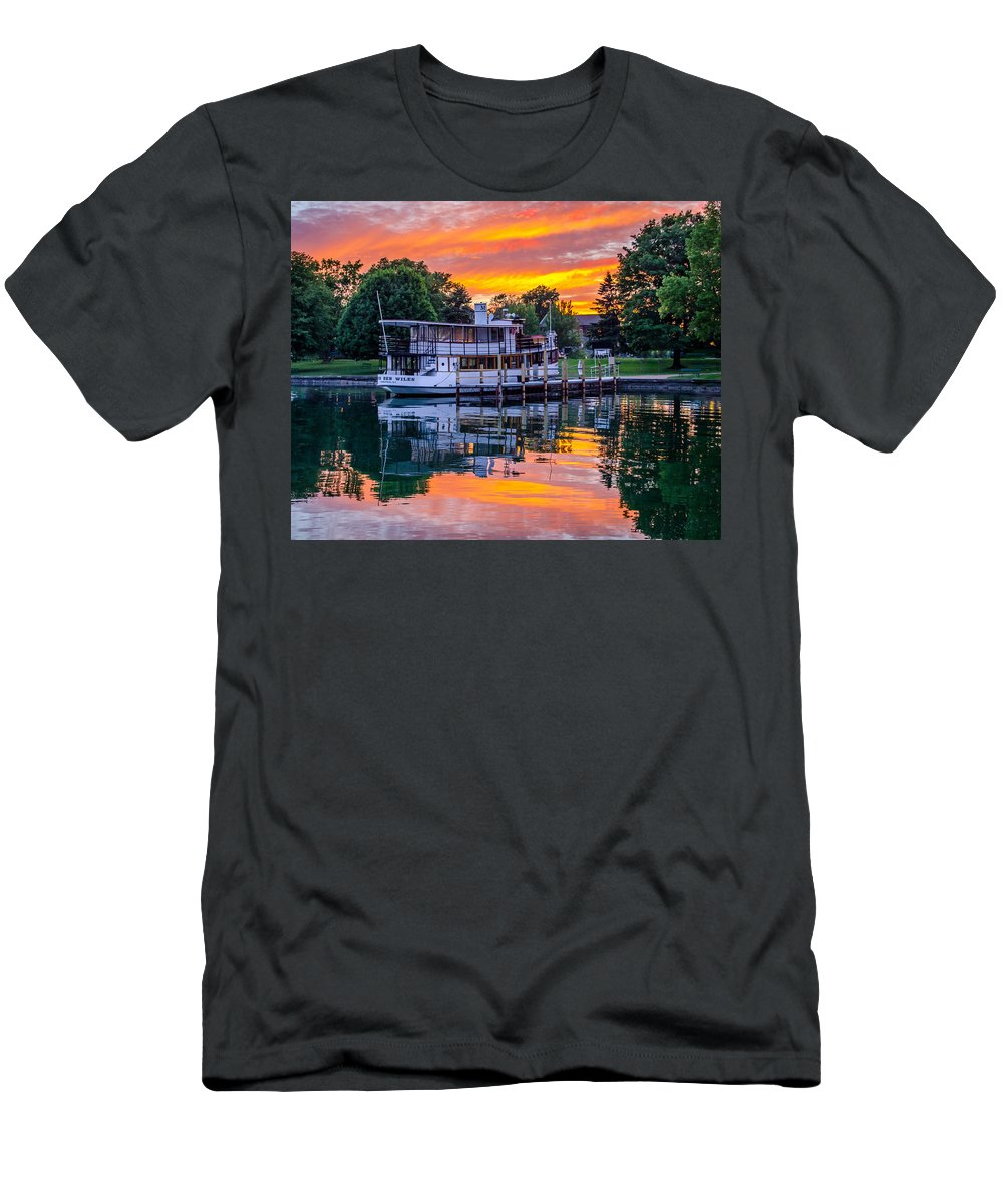 Skaneateles Men's T-Shirt (Athletic Fit) featuring the photograph Sunset Over Judge Ben by Robert Green