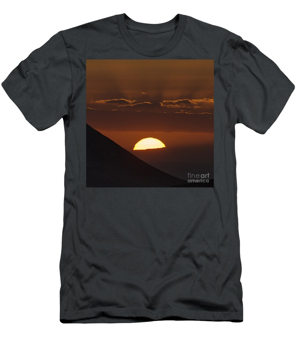 Sky Men's T-Shirt (Athletic Fit) featuring the photograph Sunset With Green Ray Phenomenon by Babak Tafreshi
