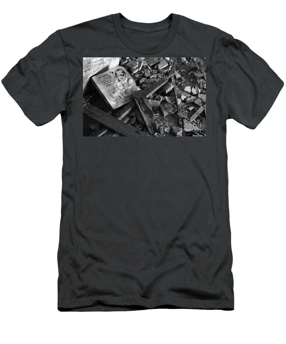 Dark Art Men's T-Shirt (Athletic Fit) featuring the photograph Tell Me A Story by Peter Piatt