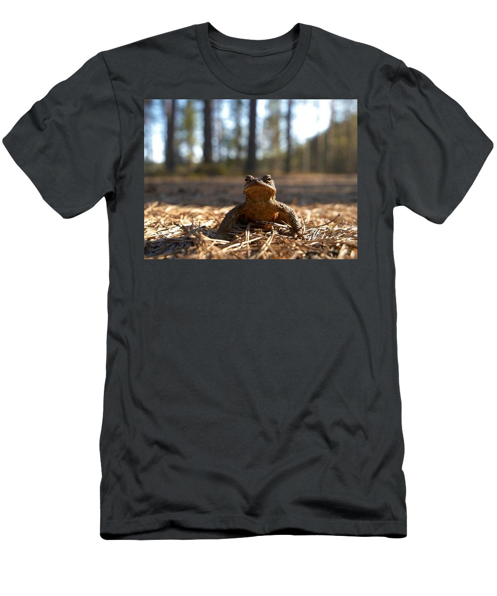 Seitseminen Men's T-Shirt (Athletic Fit) featuring the photograph The Common Toad 3 by Jouko Lehto