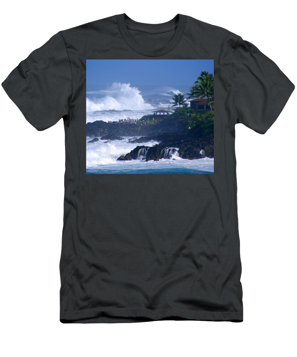 Hawaii Men's T-Shirt (Athletic Fit) featuring the photograph The Gallery by Kevin Smith