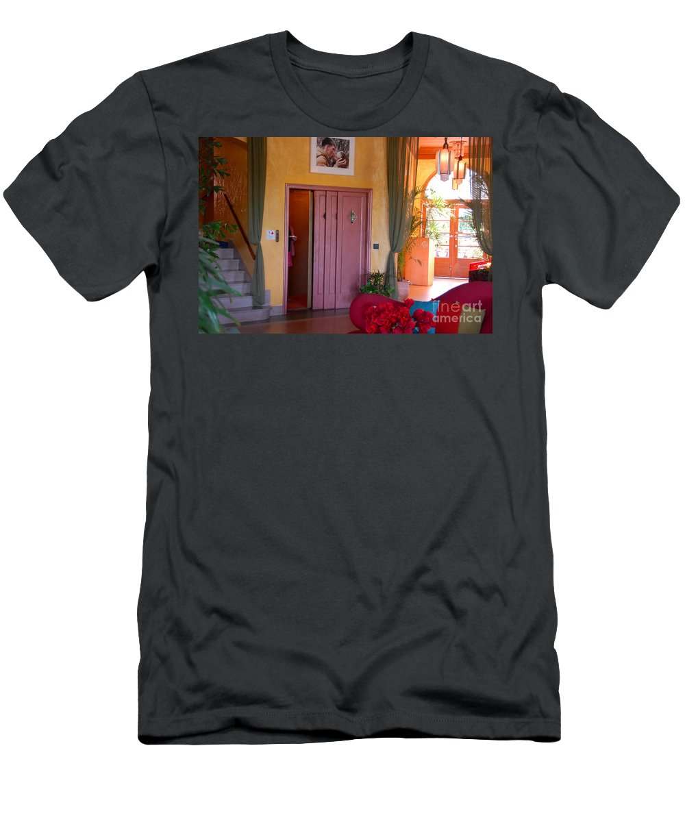 Miami Florida Men's T-Shirt (Athletic Fit) featuring the photograph The Kiss by David Lee Thompson