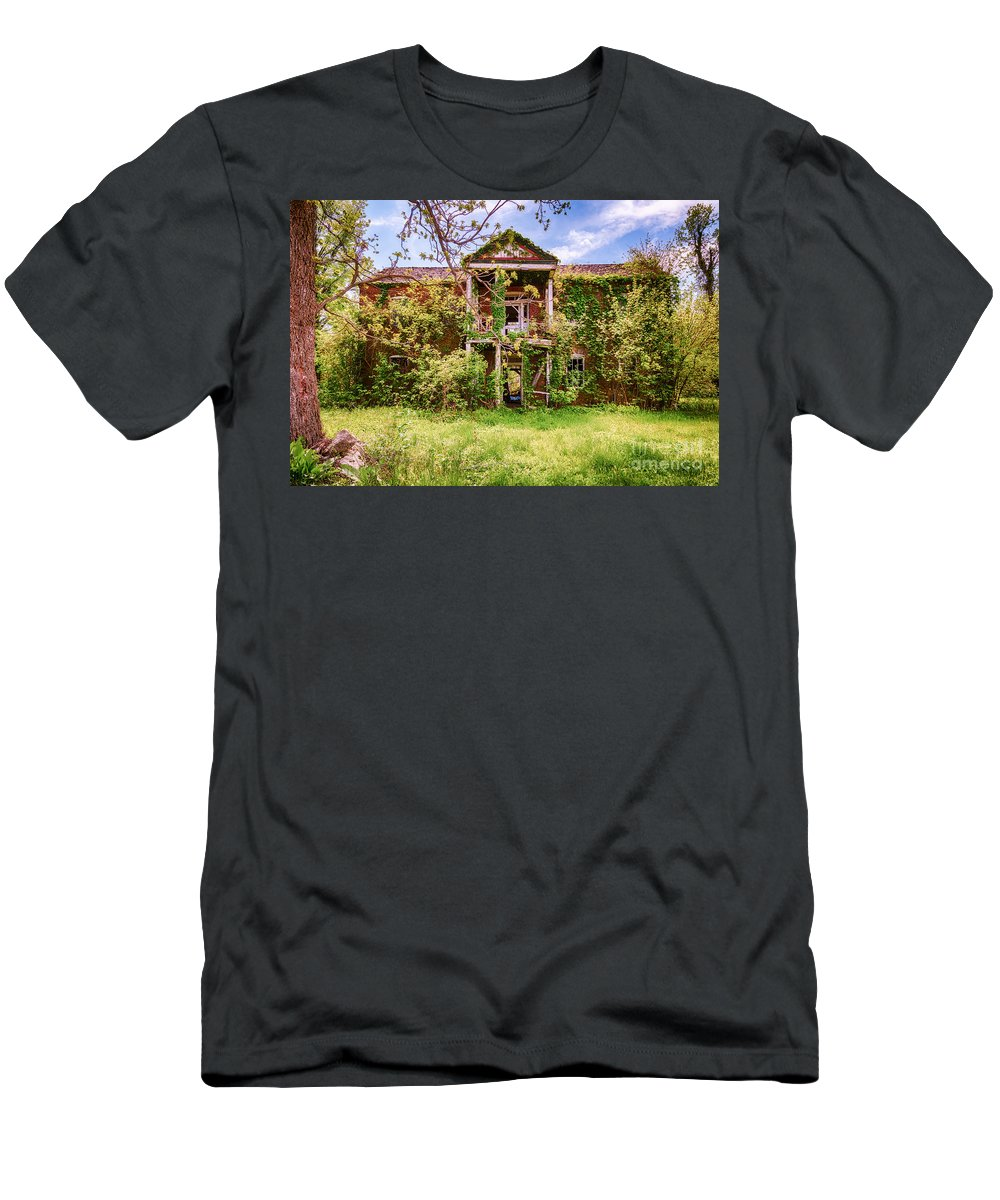 Old House Men's T-Shirt (Athletic Fit) featuring the photograph The Old Homestead by Terri Morris