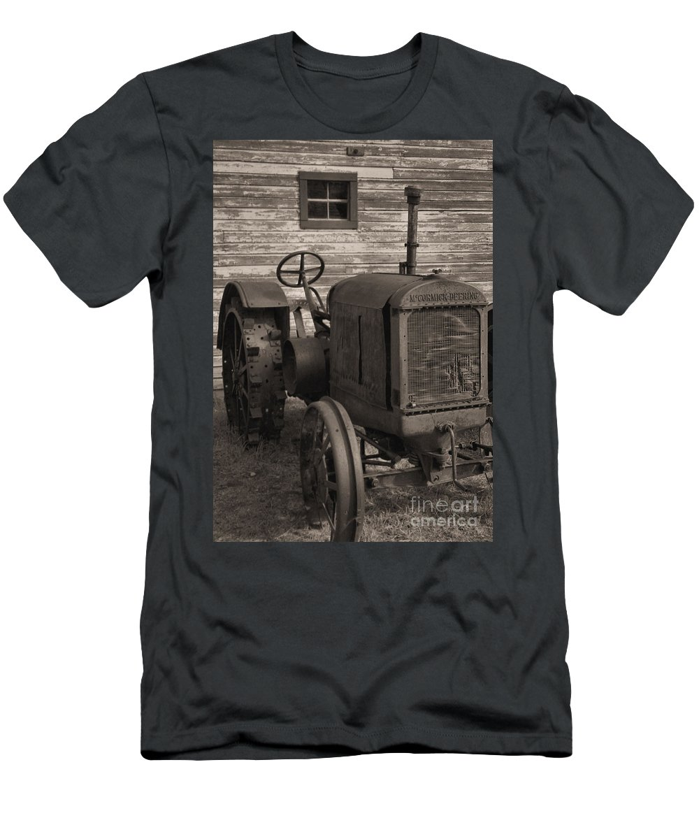 Abandoned Men's T-Shirt (Athletic Fit) featuring the photograph The Old Mule by Richard Rizzo