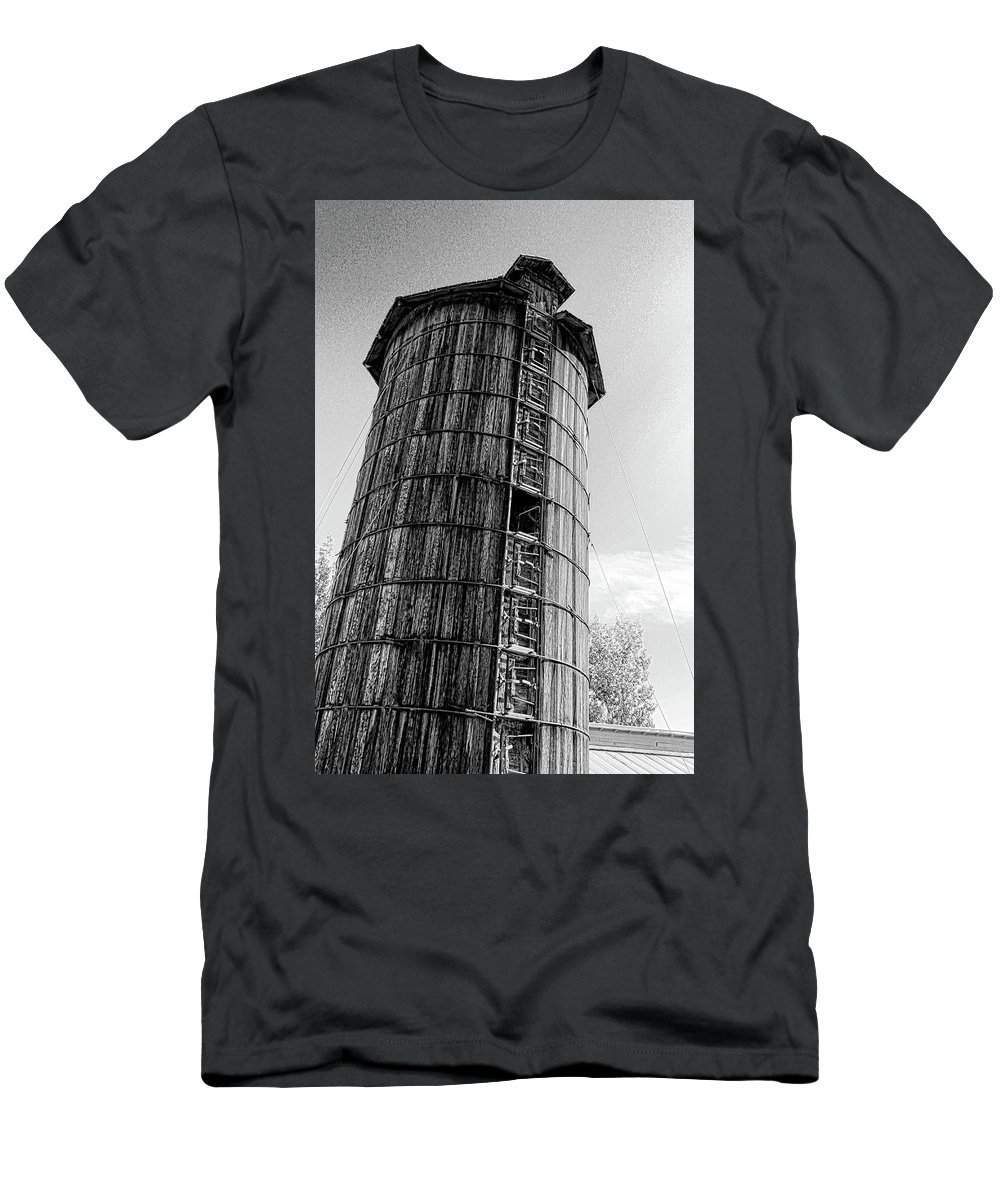 Silo Men's T-Shirt (Athletic Fit) featuring the photograph The Old Silo by Samantha Burrow
