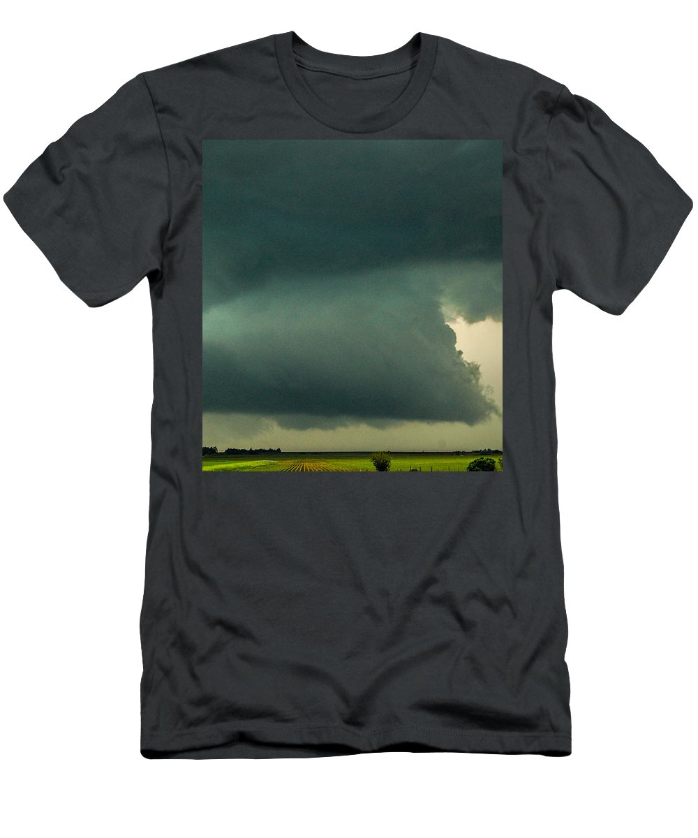 Nebraskasc Men's T-Shirt (Athletic Fit) featuring the photograph There Be A Nebraska Storm A Brewin 011 by NebraskaSC