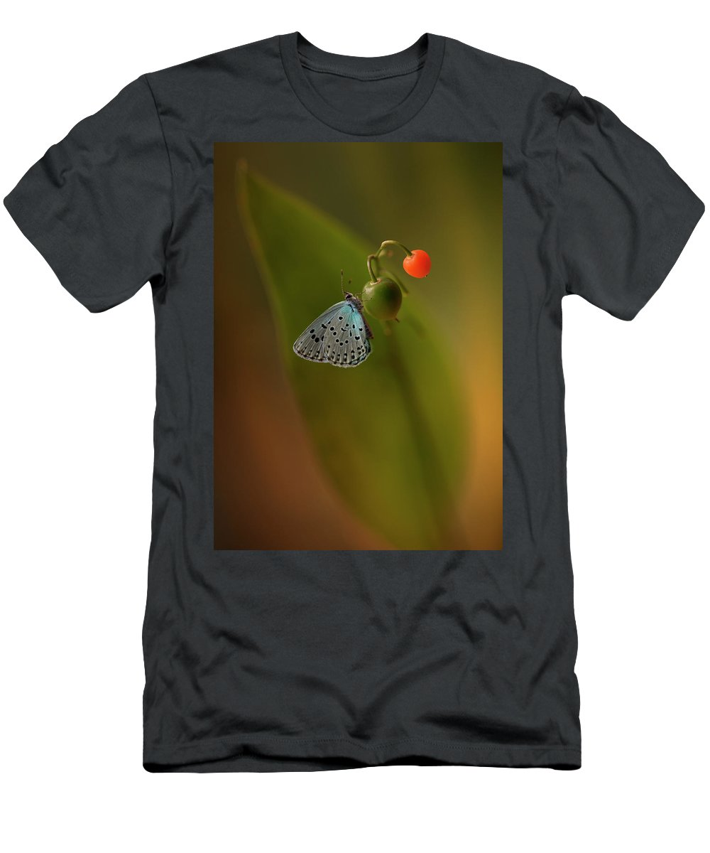 Macro Men's T-Shirt (Athletic Fit) featuring the photograph Three Colours by Jaroslaw Blaminsky