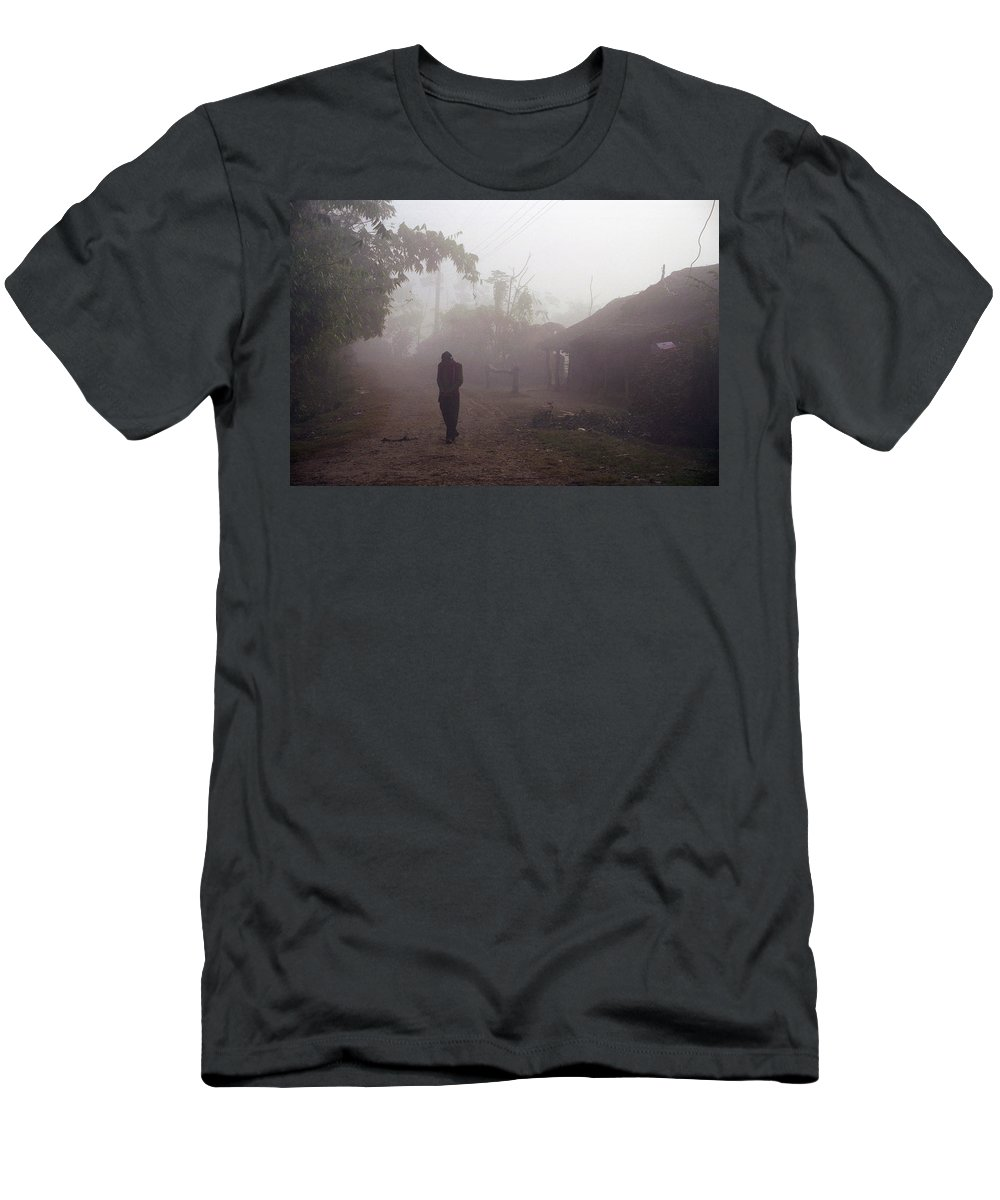Nepal Men's T-Shirt (Athletic Fit) featuring the photograph Tristesse by Patrick Klauss