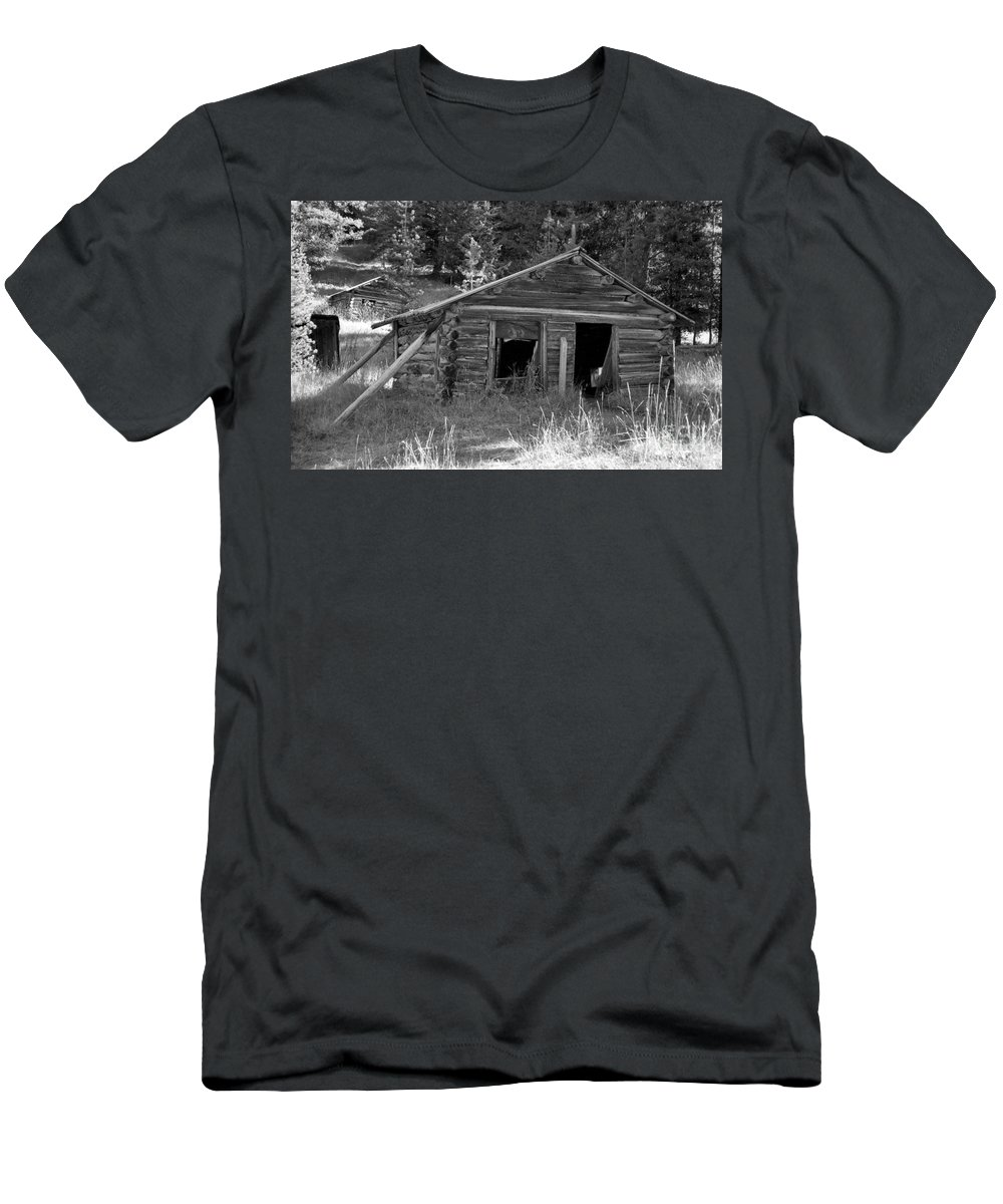 Abandoned Men's T-Shirt (Athletic Fit) featuring the photograph Two Cabins One Outhouse by Richard Rizzo