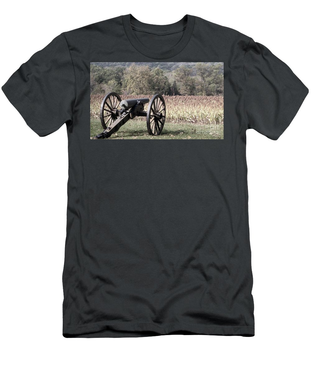 Gettysburg Men's T-Shirt (Athletic Fit) featuring the photograph Valley Of Death by Richard Rizzo