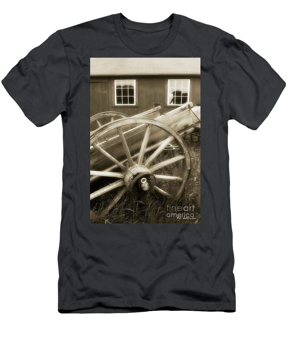 Barn Men's T-Shirt (Athletic Fit) featuring the photograph Vintage Tableau by RC DeWinter