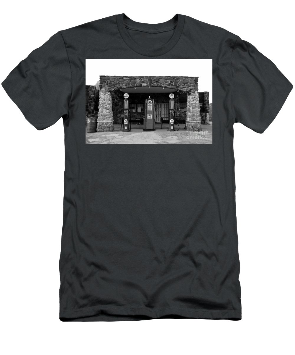 Route 66 Men's T-Shirt (Athletic Fit) featuring the photograph Waiting For Business by David Lee Thompson