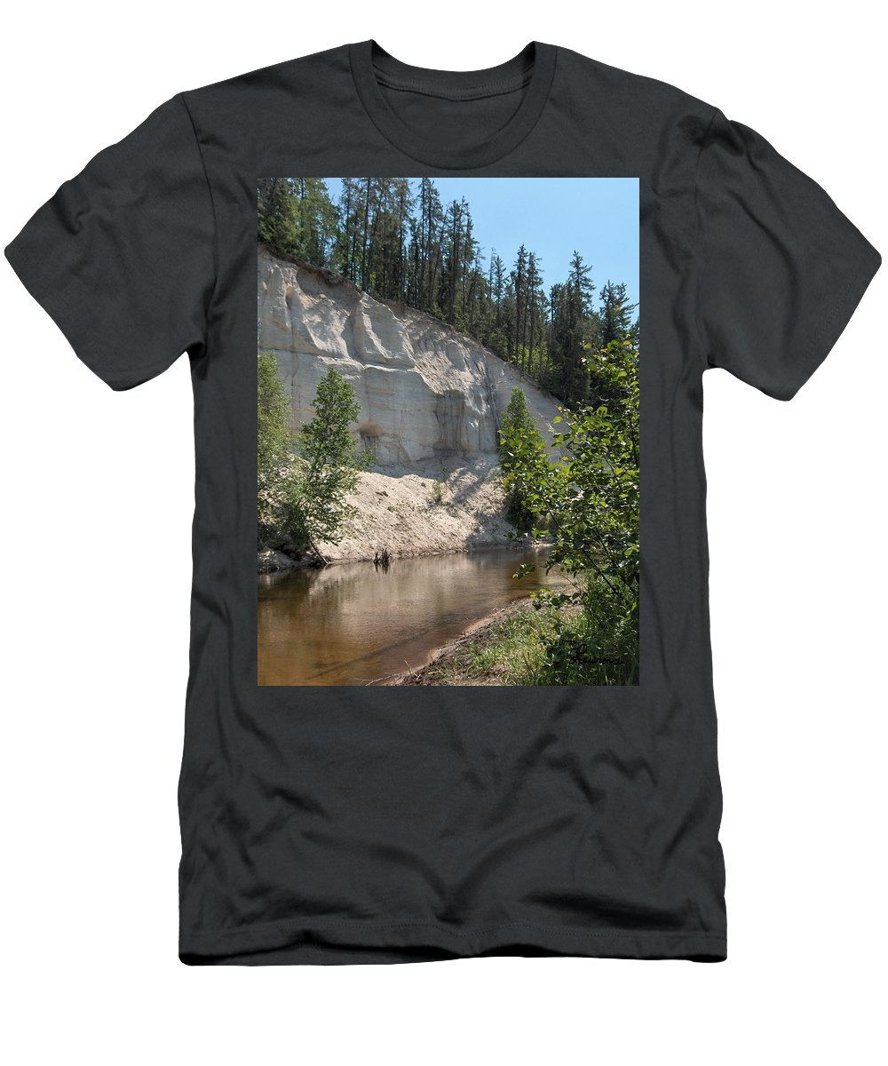 River Sand Cliffs Clear Water Evergreens Trees Natural Beauty Shore Piprell Lake Saskatchewan Men's T-Shirt (Athletic Fit) featuring the photograph White Sands Cliff by Andrea Lawrence