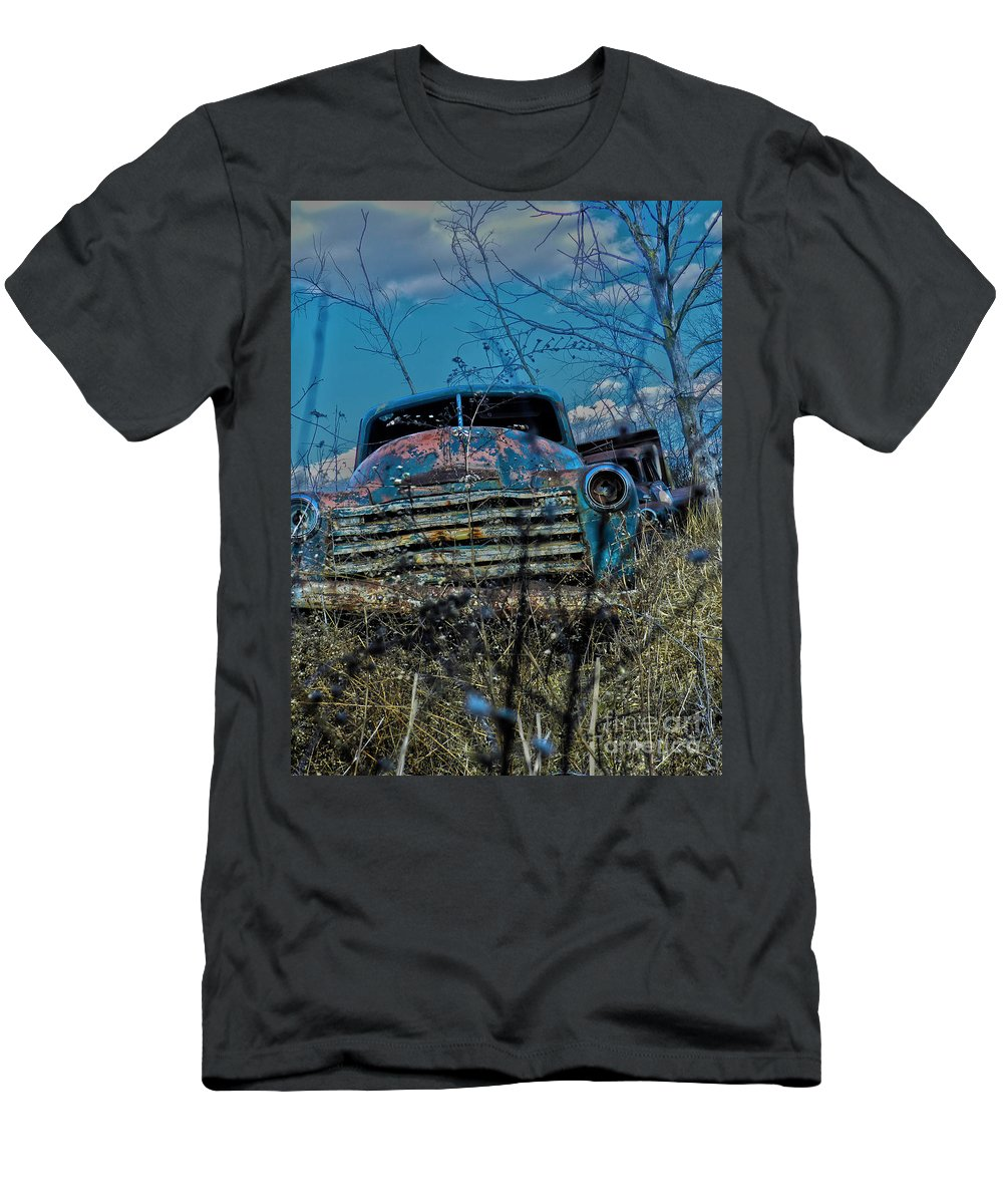 Truck Men's T-Shirt (Athletic Fit) featuring the photograph With No Headlights by Richard Greiner