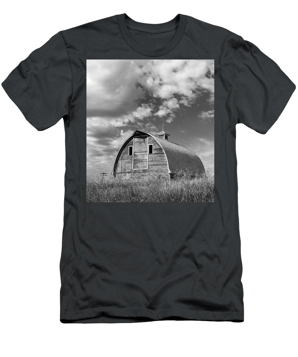 Sky Men's T-Shirt (Athletic Fit) featuring the photograph Palouse Barn 9650 by Bob Neiman
