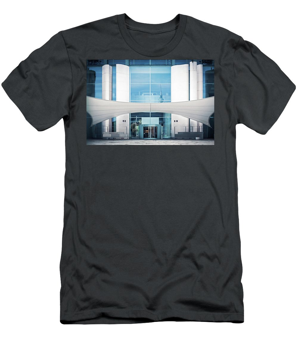 Berlin Men's T-Shirt (Athletic Fit) featuring the photograph Berlin - Bundeskanzleramt by Alexander Voss
