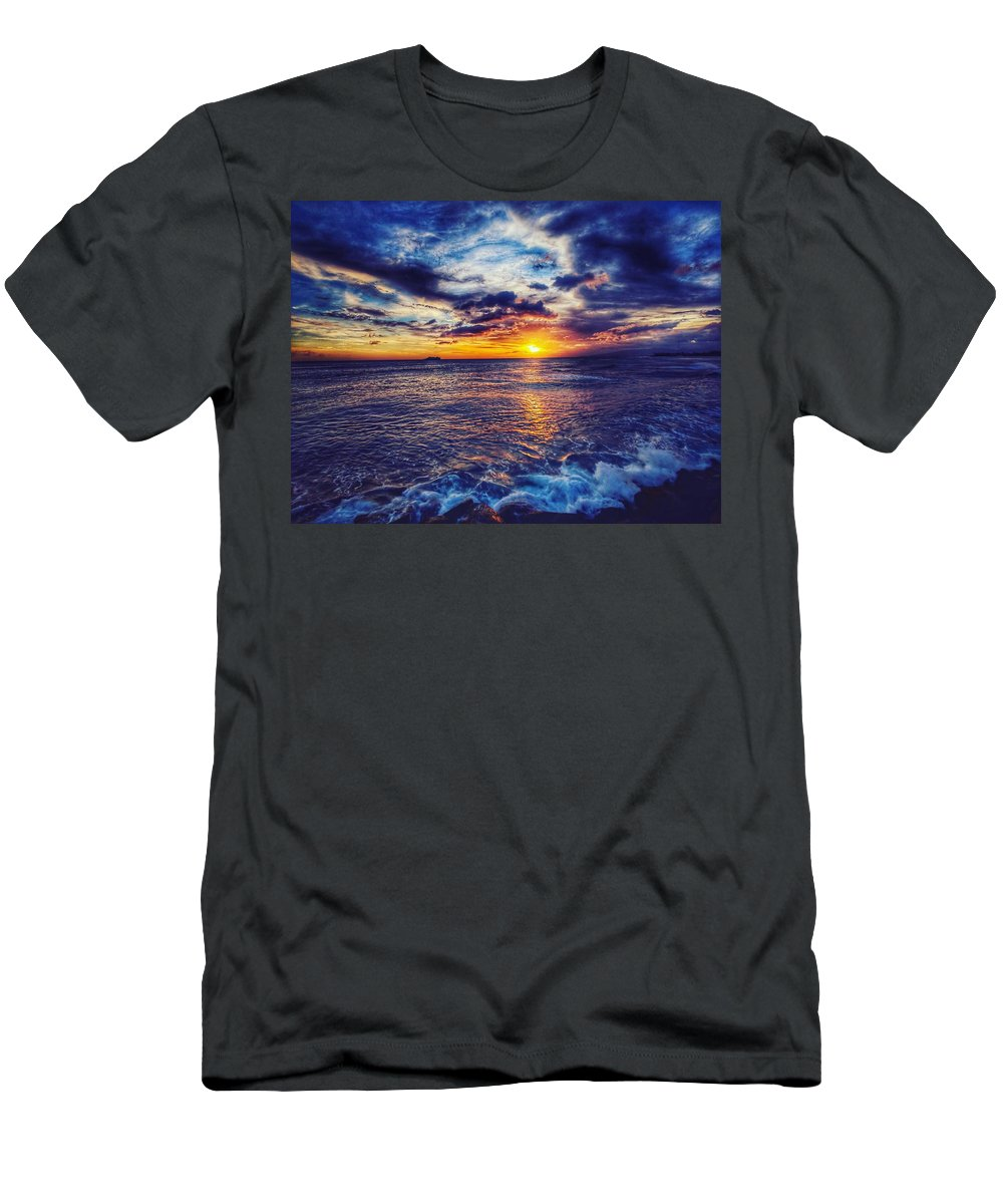 Sunset Men's T-Shirt (Athletic Fit) featuring the photograph Honolulu Sunset by Edward Taguba