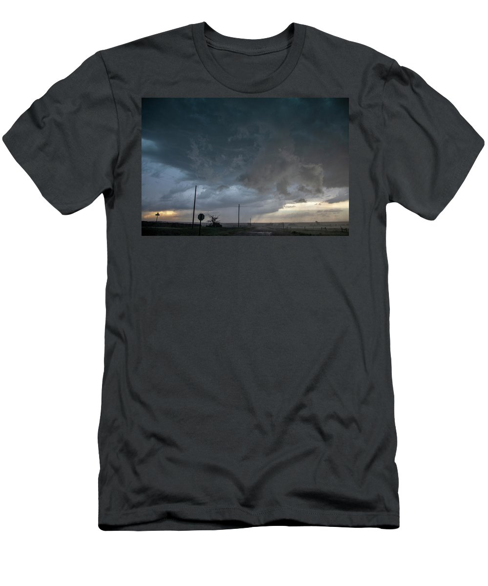 Nebraskasc Men's T-Shirt (Athletic Fit) featuring the photograph Moderate Risk Bust Chase Day 017 by NebraskaSC