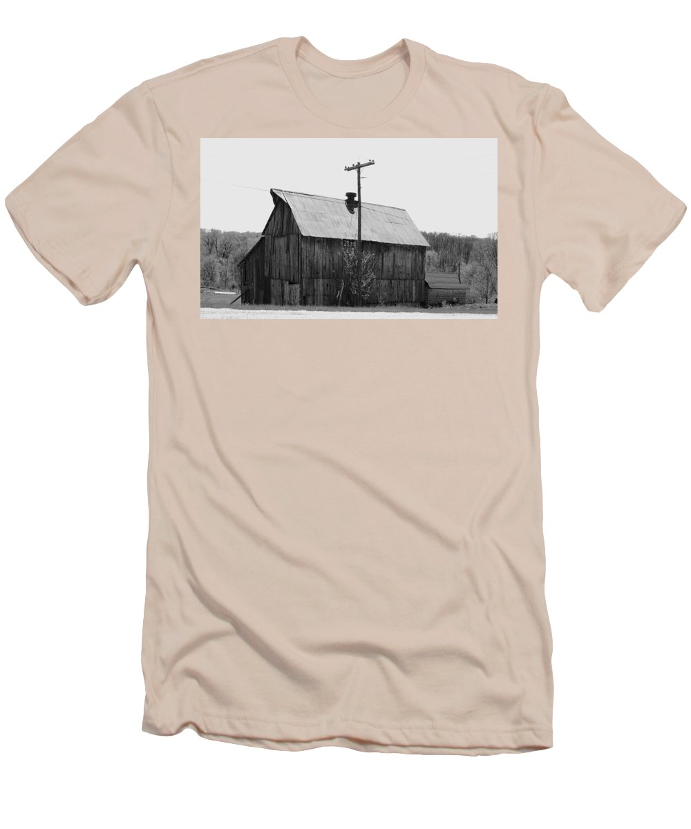 Barns Men's T-Shirt (Athletic Fit) featuring the photograph Barn On The Side Of The Road by Angus Hooper Iii