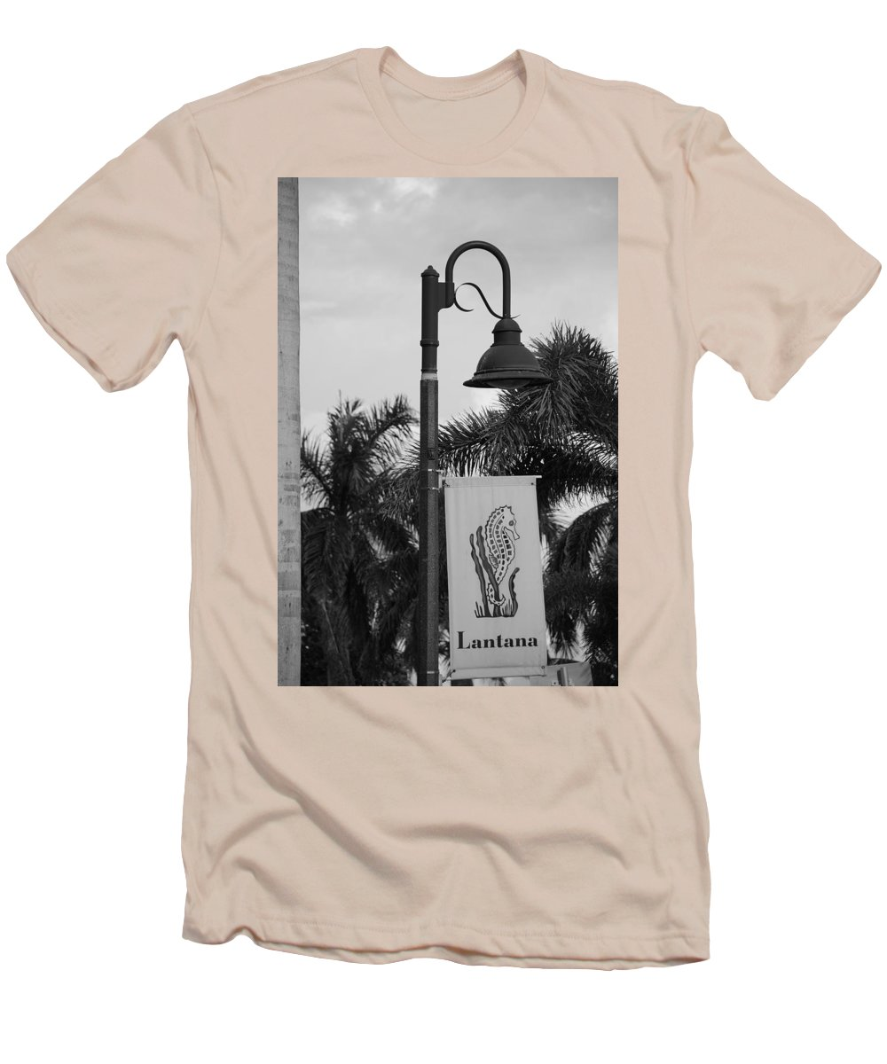 Black And White Men's T-Shirt (Athletic Fit) featuring the photograph Lantana Lamp Post by Rob Hans
