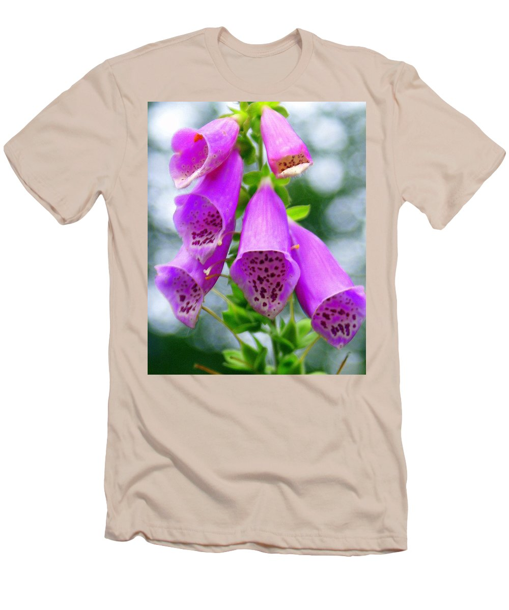 Flowers Men's T-Shirt (Athletic Fit) featuring the photograph Purple Bells by Marty Koch