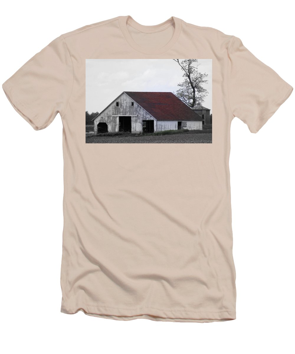 Barn Men's T-Shirt (Athletic Fit) featuring the photograph Red Roof Barn by Ed Smith
