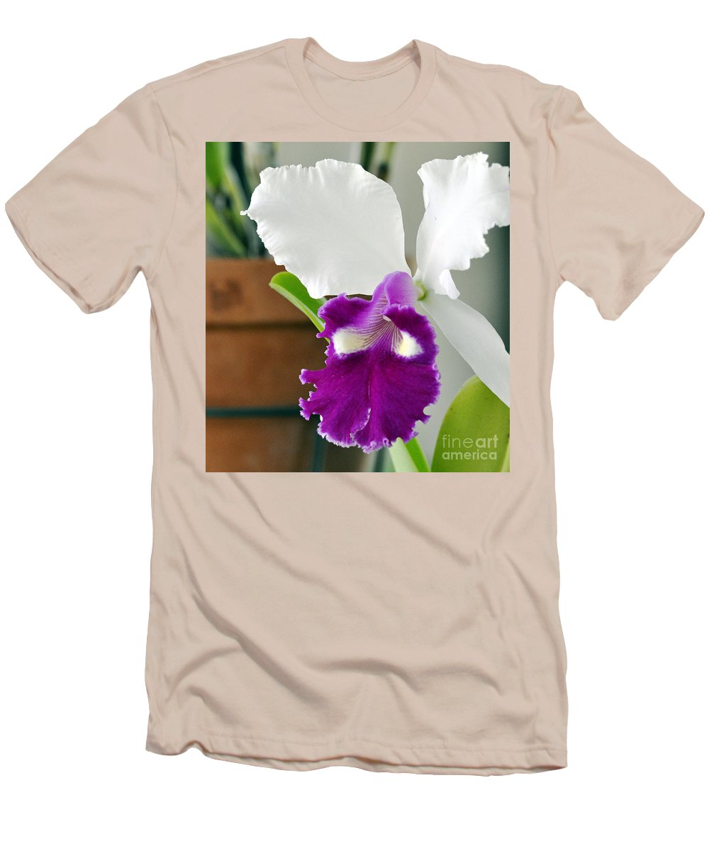 Clay Men's T-Shirt (Athletic Fit) featuring the photograph Smile by Clayton Bruster