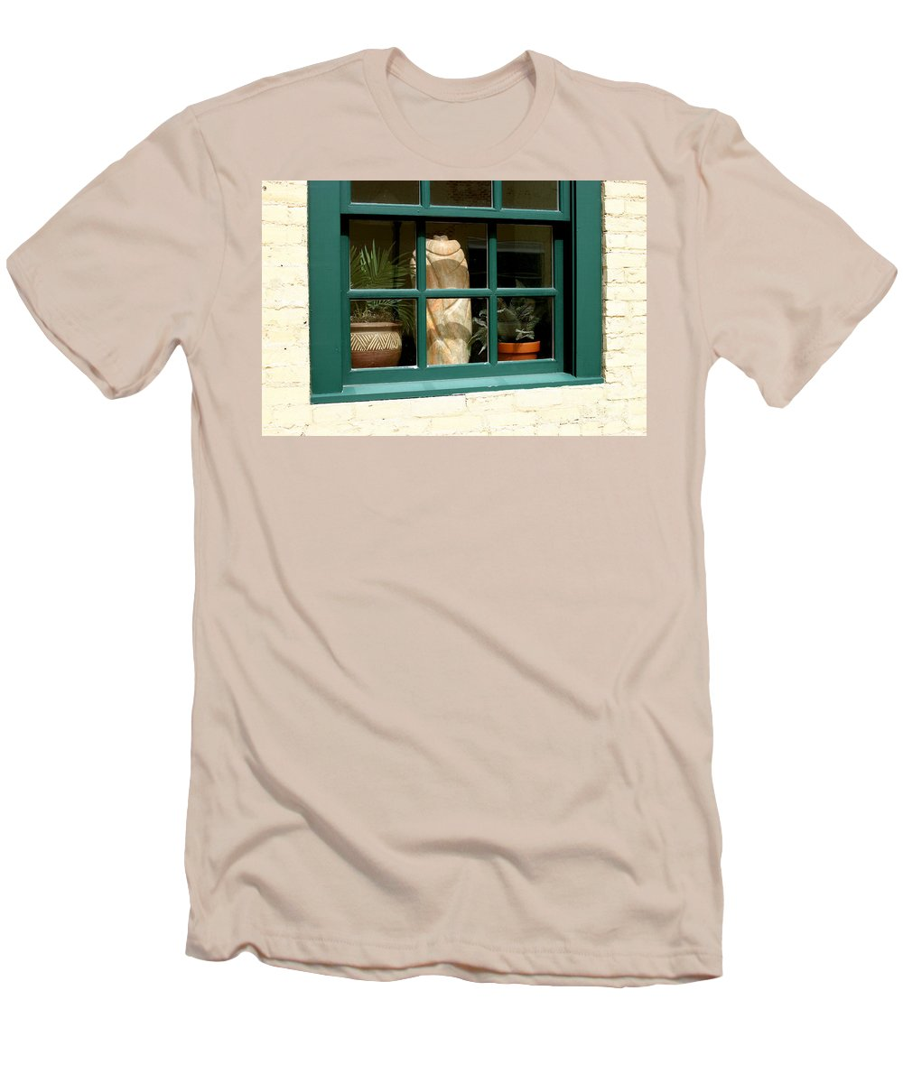Fern Men's T-Shirt (Athletic Fit) featuring the photograph Window At Sanders Resturant by Steve Augustin