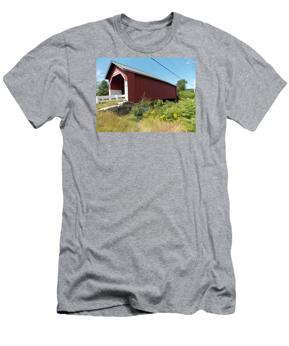 Carlton Bridge Men's T-Shirt (Athletic Fit) featuring the photograph Carlton Covered Bridge by Catherine Gagne