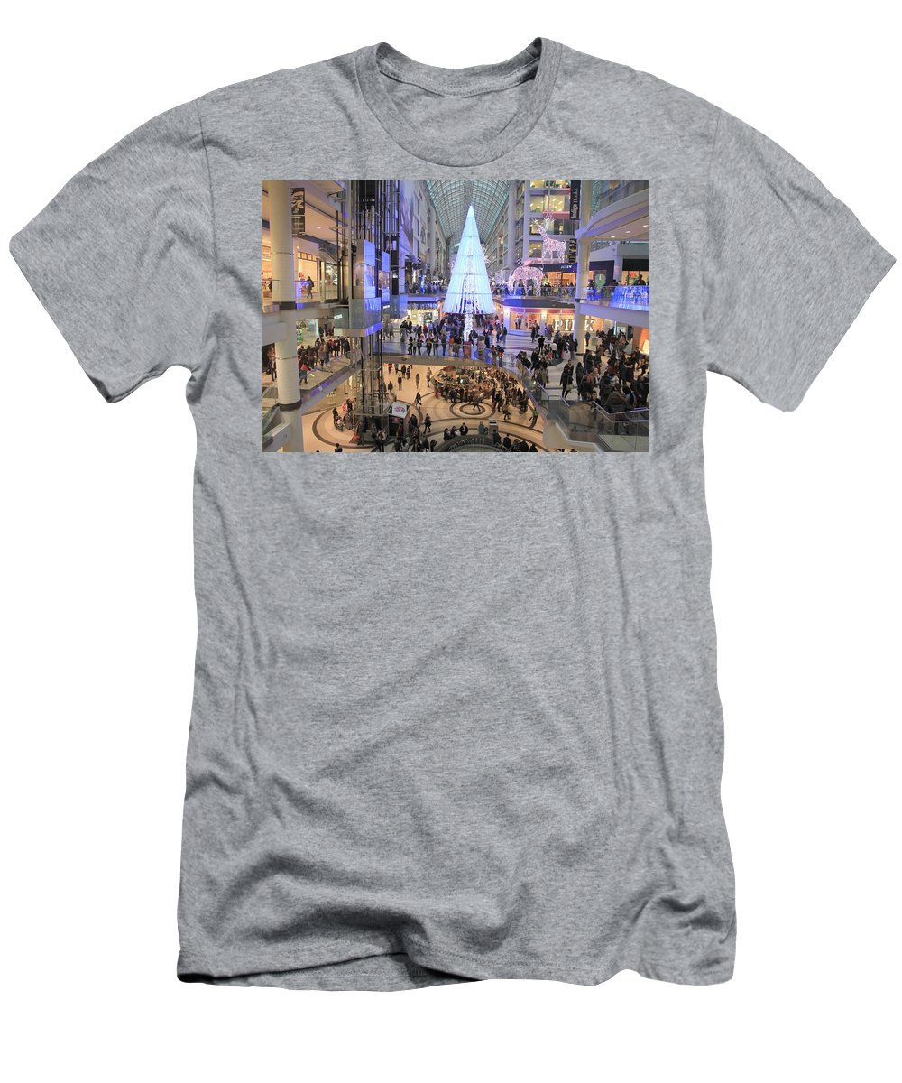 Shopping Men's T-Shirt (Athletic Fit) featuring the photograph Christmas Shopping In Toronto by Valentino Visentini