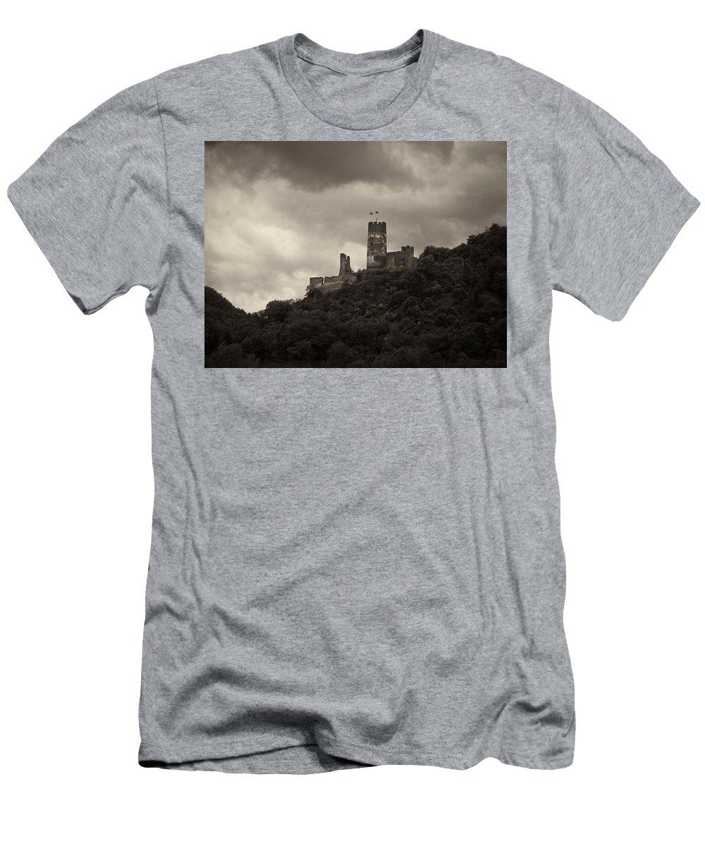 Alankomaat Men's T-Shirt (Athletic Fit) featuring the photograph Burgruine Furstenberg Rheindiebach by Jouko Lehto