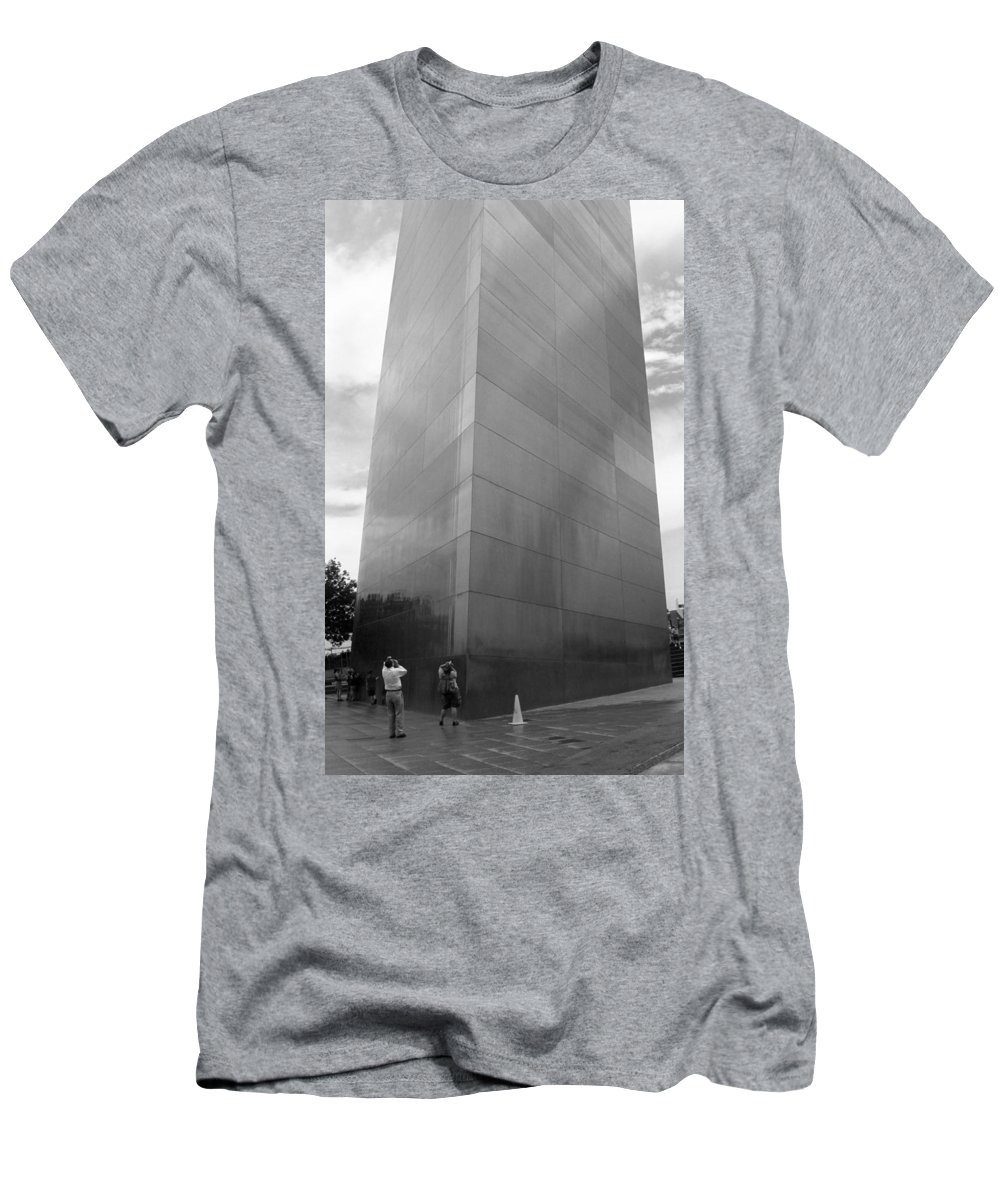 66 Men's T-Shirt (Athletic Fit) featuring the photograph St. Louis - Gateway Arch by Frank Romeo