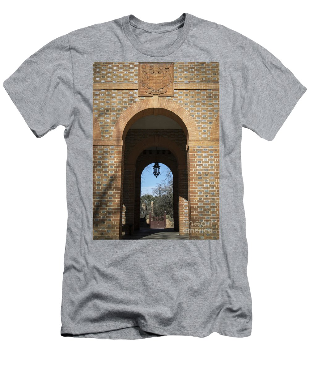 Colonial Men's T-Shirt (Athletic Fit) featuring the photograph Capitol Arch by Teresa Mucha
