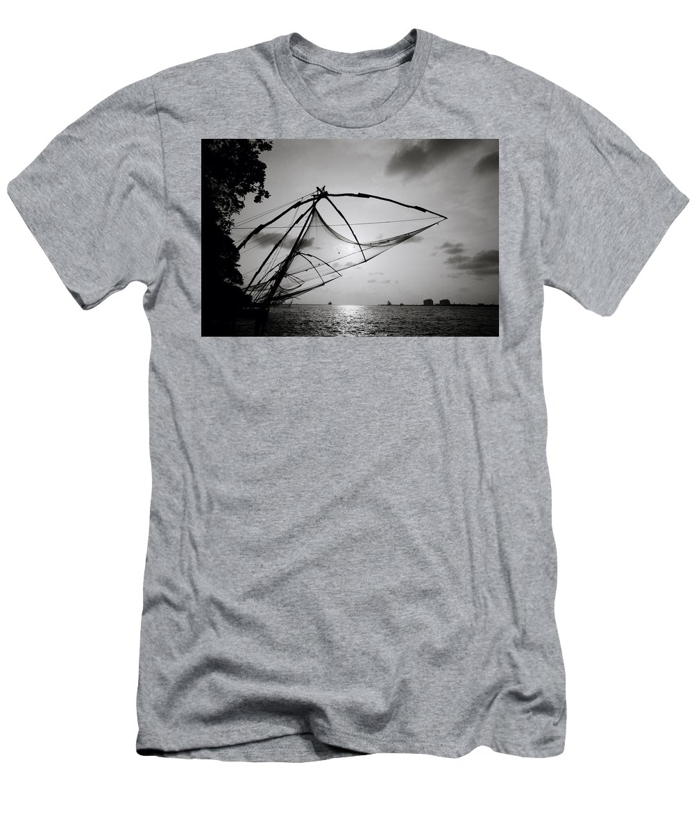 Seascape Men's T-Shirt (Athletic Fit) featuring the photograph Dusk Over Cochin by Shaun Higson