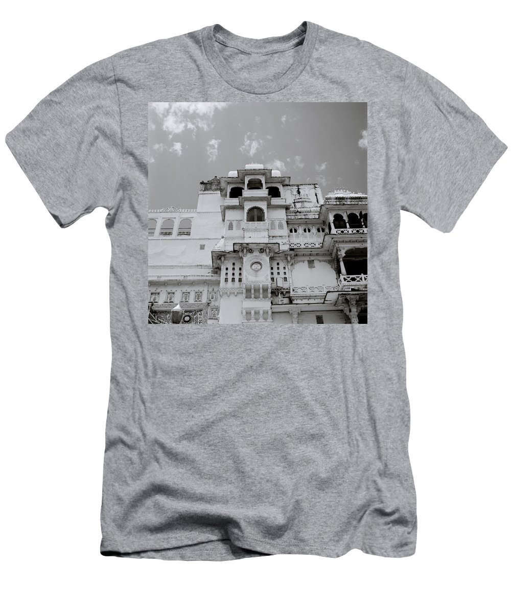 City Palace Men's T-Shirt (Athletic Fit) featuring the photograph Dramatic Udaipur by Shaun Higson