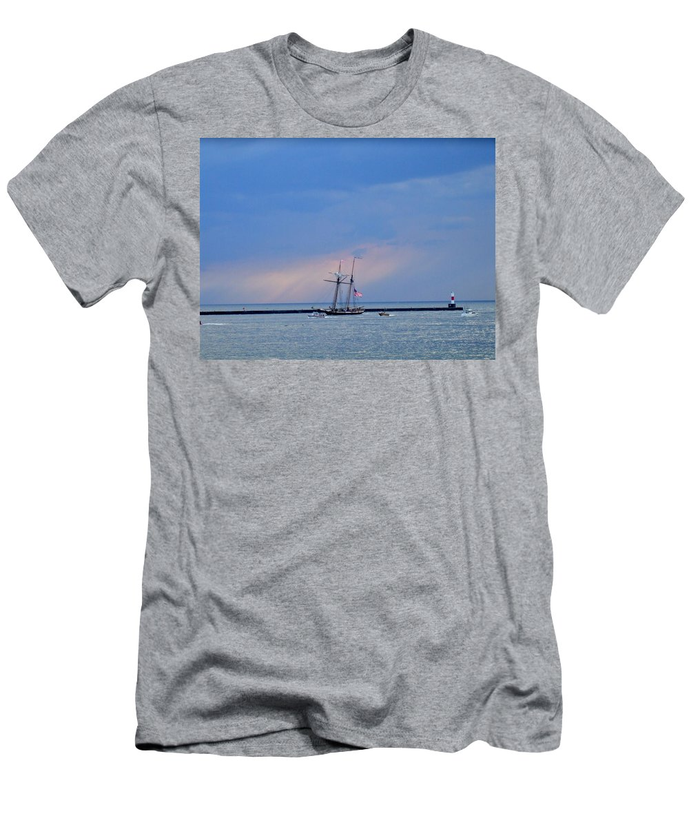 Large Men's T-Shirt (Athletic Fit) featuring the photograph Heading Home by Susan Wyman