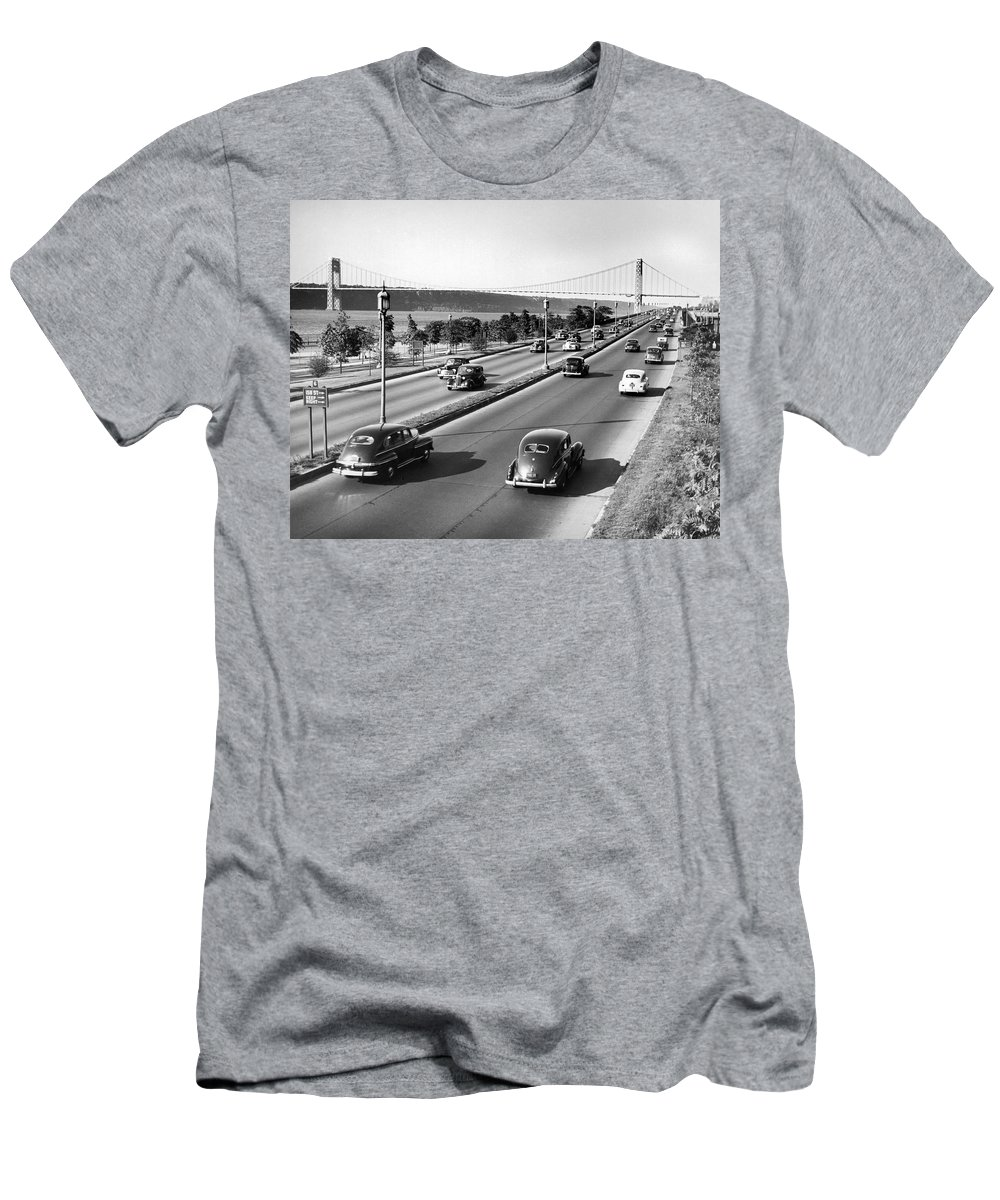 158 Street Men's T-Shirt (Athletic Fit) featuring the photograph Henry Hudson Drive In New York by Underwood Archives