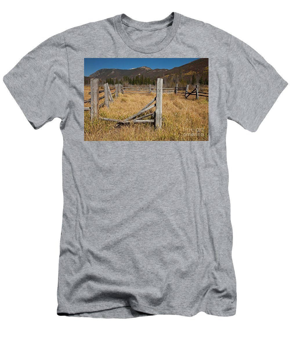 Afternoon Men's T-Shirt (Athletic Fit) featuring the photograph Holzwarth Historic Site In The Kawuneeche Valley by Fred Stearns