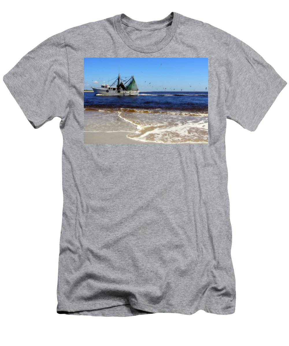 Topsail Island Inlet Men's T-Shirt (Athletic Fit) featuring the photograph Homeward Bound by Karen Wiles