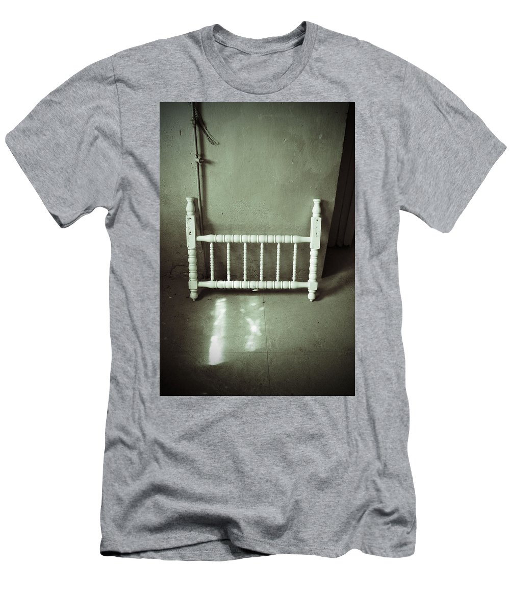 Headboard Men's T-Shirt (Athletic Fit) featuring the photograph Lonely Headboard by Holly Blunkall