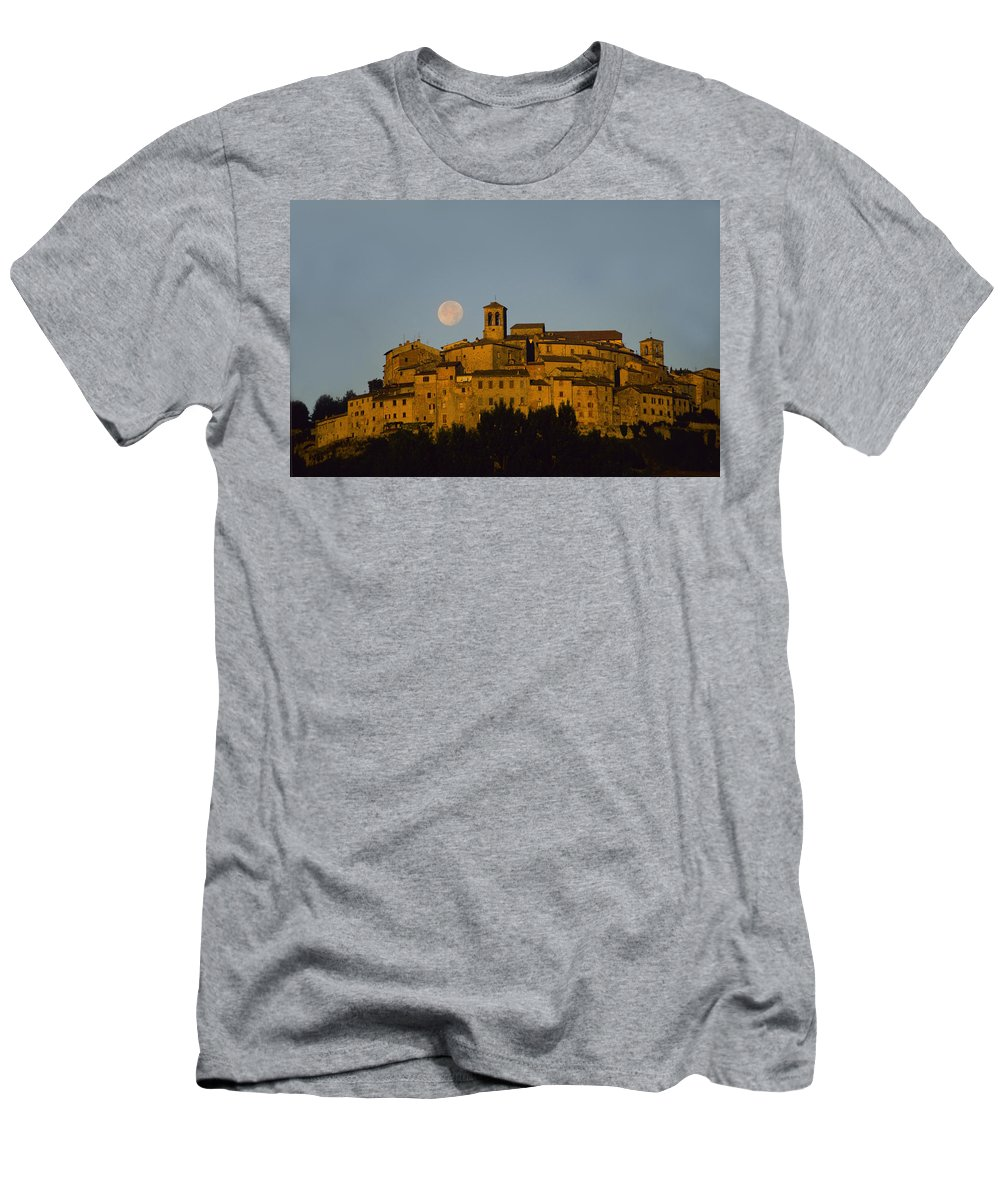 Italy Men's T-Shirt (Athletic Fit) featuring the photograph Moonrise Over Anghiarri by Susan Rovira